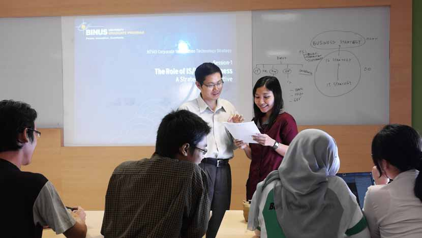Accelerate Your Visions to be IT Leader BINUS GRADUATE PROGRAM 04 Dunia usaha dan industri baik di Indonesia dan mancanegara membutuhkan pakar IT berkualitas yang tidak hanya ahli dalam bidangnya,