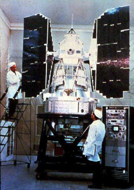 Bab III. BAKOSURTANAL 1969-1978 Satelit Landsat-1 Lokakarya itu diadakan 4 tahun sebelum satelit ERTS-1 (Earth Resources Technology Satellite).