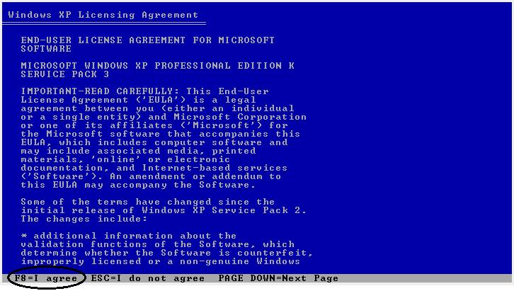5. Pada tampilan Windows XP Licensing Agreement tekan F8 pada keyboard 6.